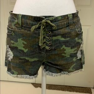 Forever 21 camo tie up waist shorts size 28
